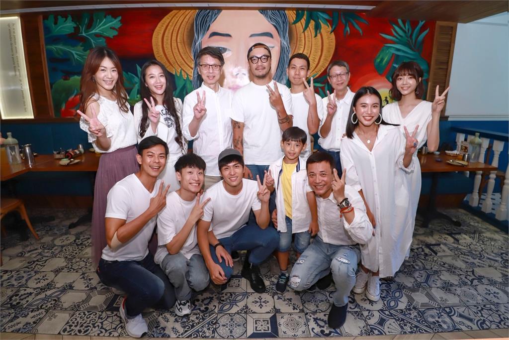 《無主之子》演員嗑越南料理 許願收視破3全體比基尼答謝觀眾