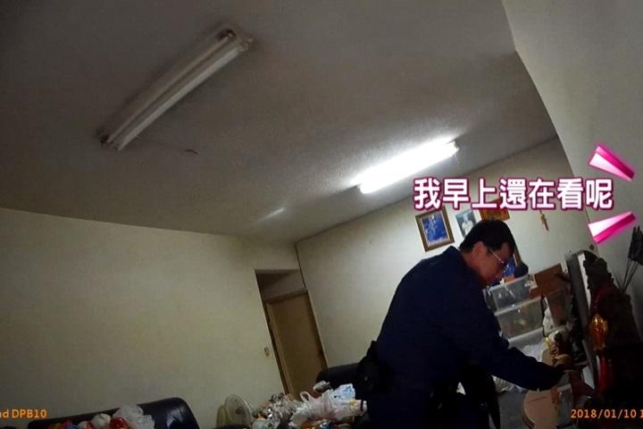 感謝警察幫忙修電視 老翁贈謝禮「啤酒一罐」