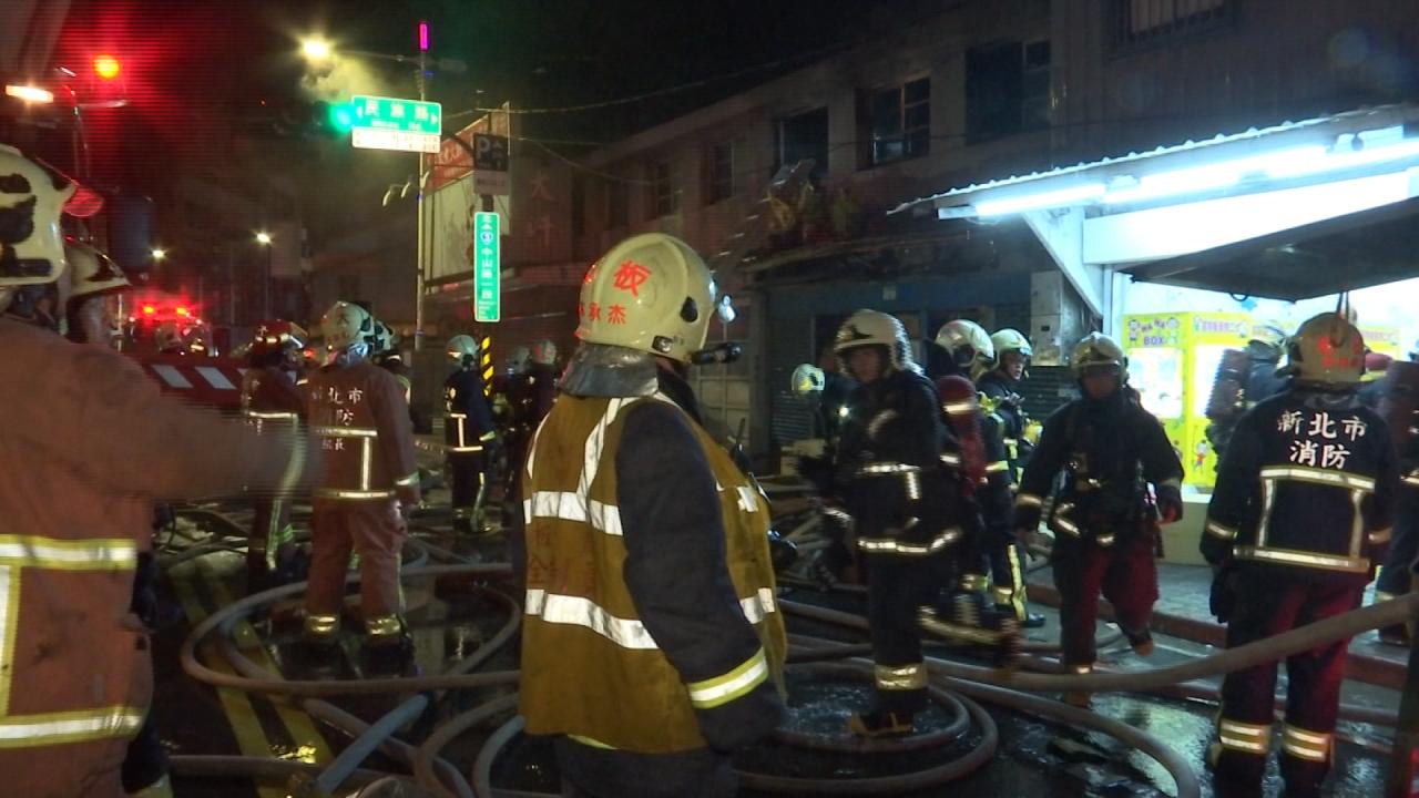 深夜民宅火警 屋主想重返火場遭制止