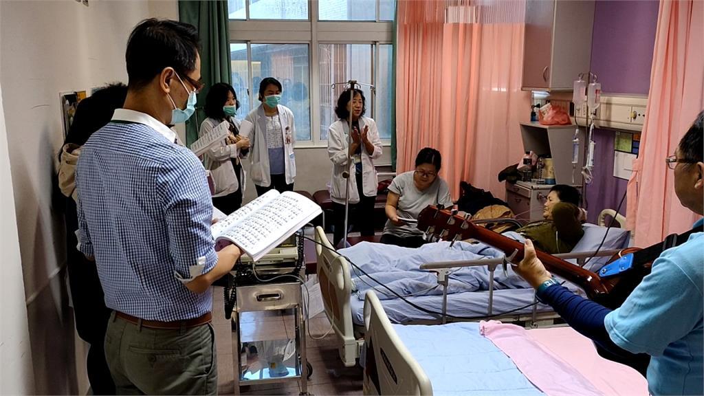 屏東基督教醫院組福音團 唱聖歌撫慰病患