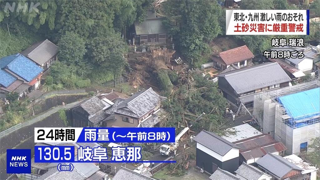 日本豪雨下不停 岐阜千年神木倒地