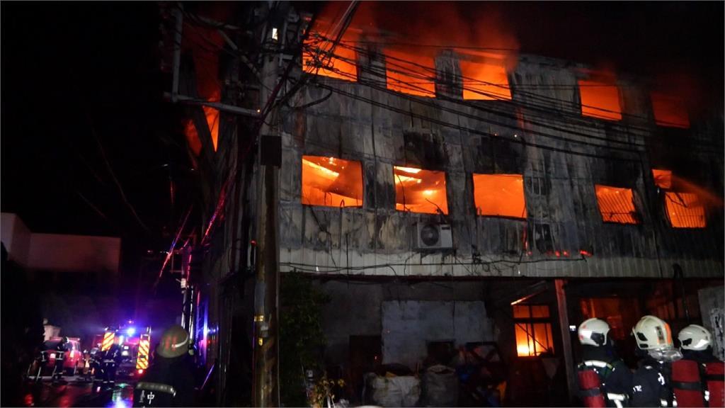 台中豐原鑄造廠火警 3層鐵皮廠房燒塌