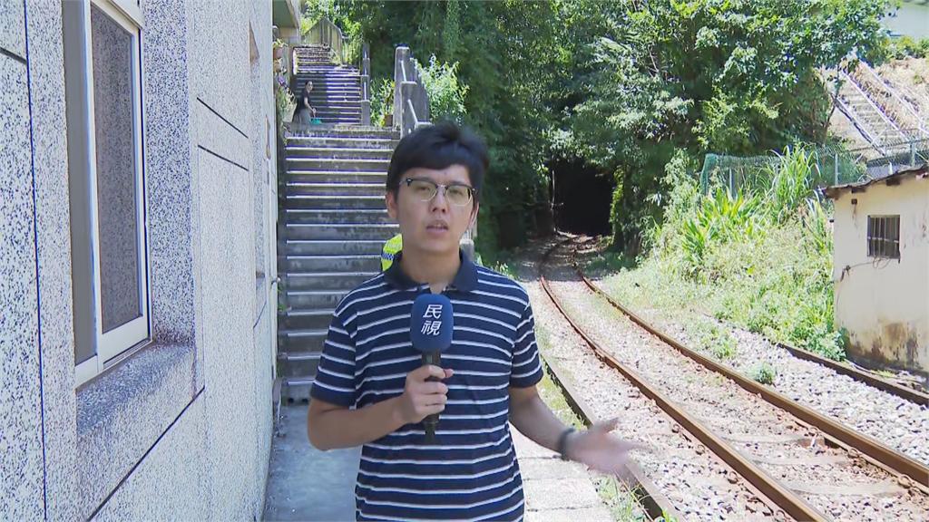 快新聞/疑圖25分鐘便利! 遊客闖平溪線隧道 火車司急煞車化險為夷