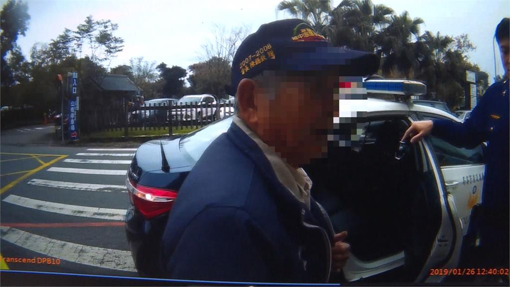 86歲翁騎單車5小時尋嘸路 暖警助返家