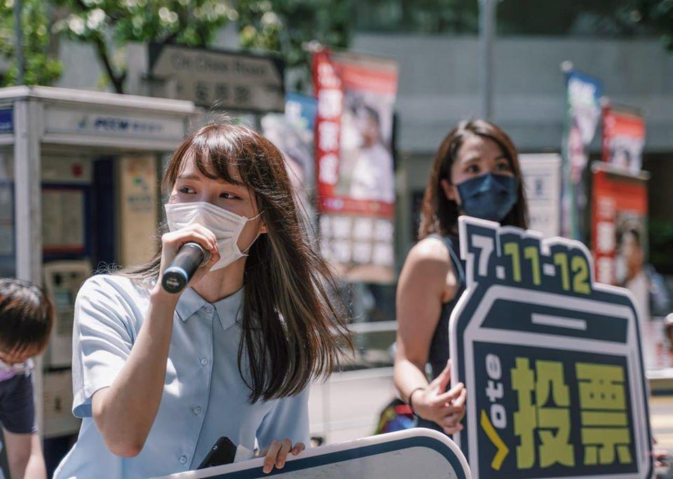 快新聞/港警大動作漏夜抓人 香港眾志前核心成員周庭被捕