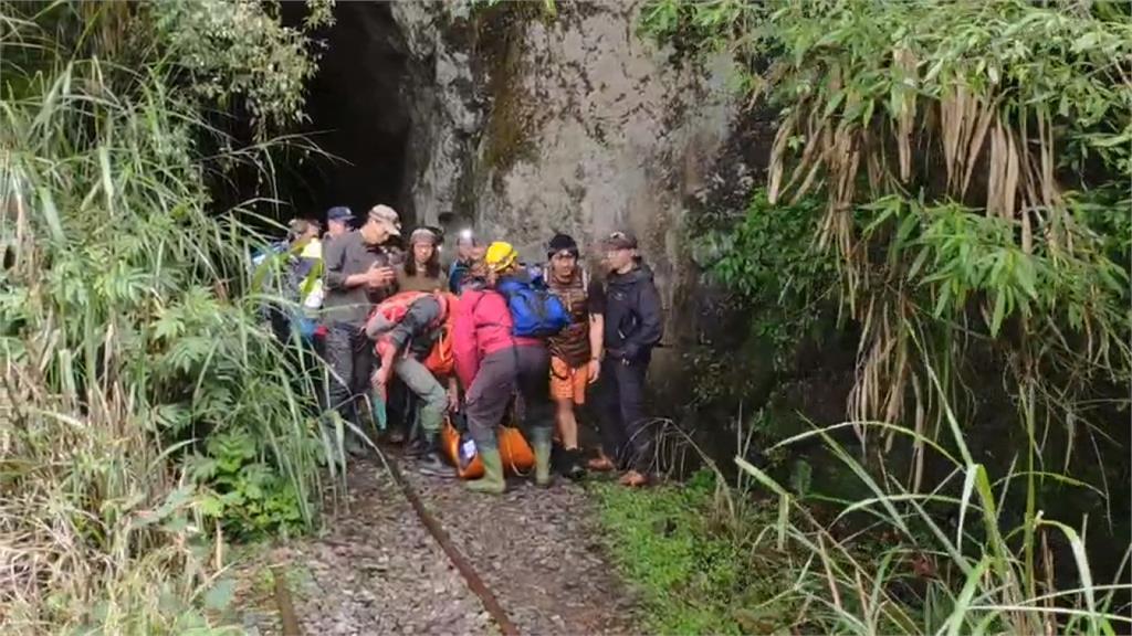 阿里山眠月線登山失足 山友滑落10米橋下