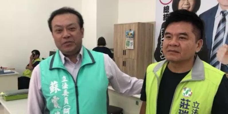 快新聞/屏東第二選區立委之爭 蘇震清完成登記鄭朝明領表