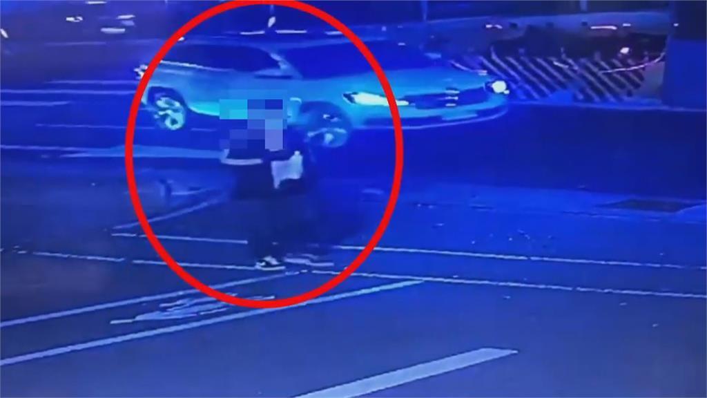 三峡台北大学校园抢案! 夜间运动妇女遭抢包拖行