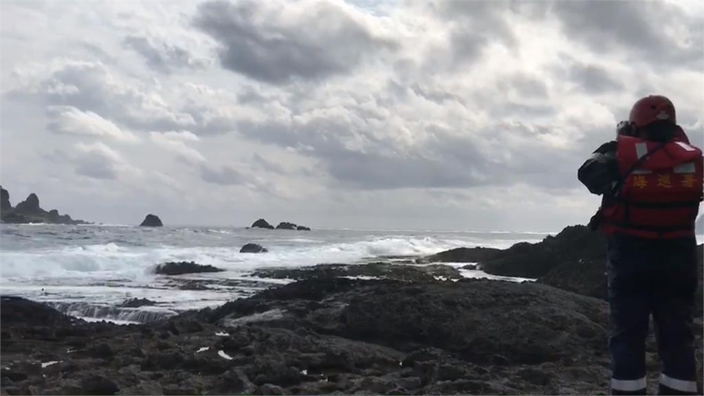 疑大浪釀船隻翻覆 蘭嶼3人落海2人失蹤