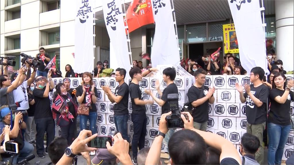 遮羞布掀開!40萬罷韓連署書送選委會 最快6月中投票