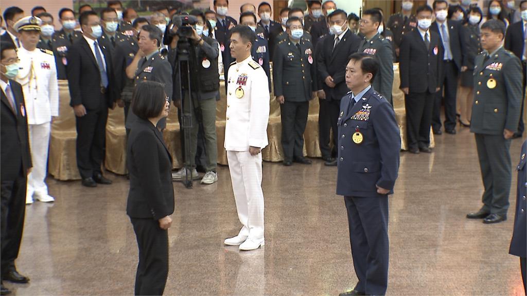 蔡總統出席將官晉任典禮 謝國軍防疫、嚇阻共機