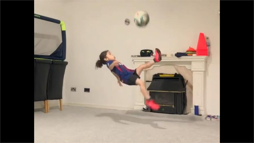 6歲就練出驚人6塊肌!健身網紅倒掛金鉤射門向梅西致敬