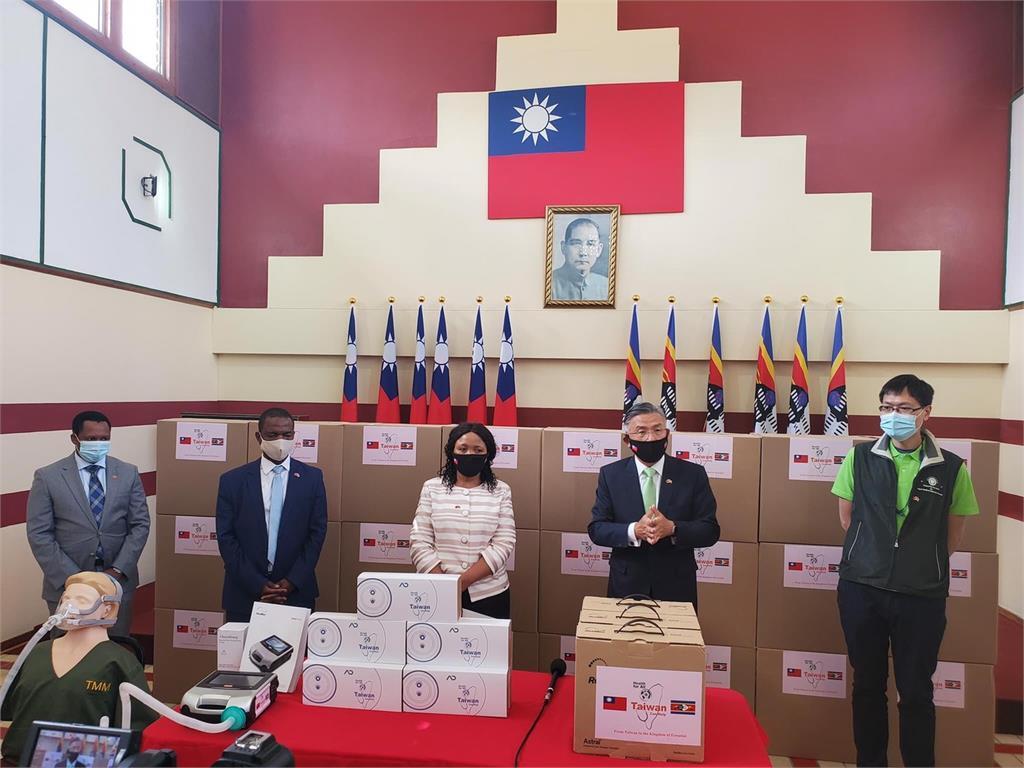 快新聞/不只口罩還有呼吸器、熱像儀! 友邦史瓦帝尼暖收台灣捐贈物資
