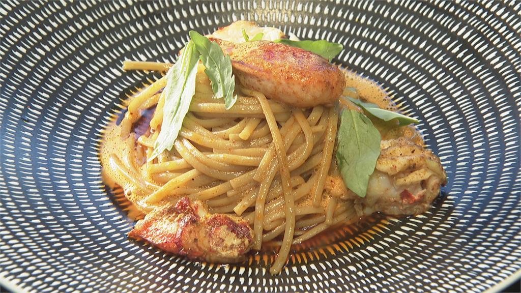 龍蝦細扁麵 龍蝦頭熬醬汁 淡淡辛辣增海味