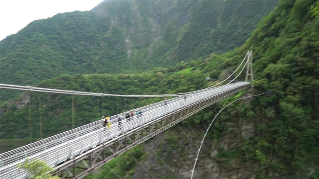 擁百年歷史!矗立立霧溪上153公尺 山月吊橋改建後重開放