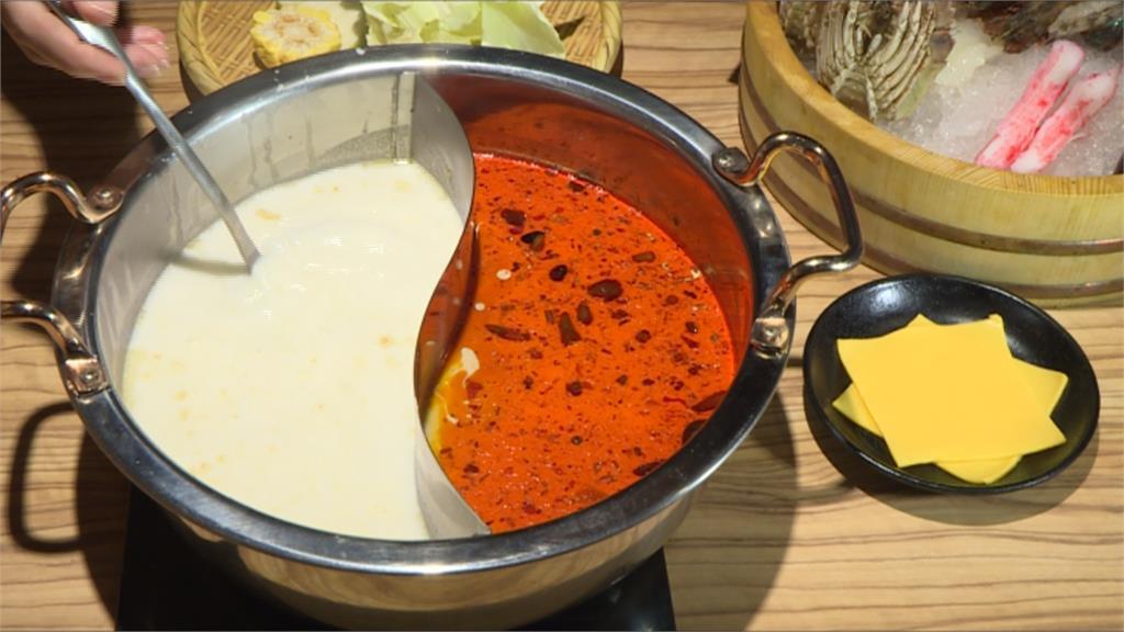 百顆蛤蜊來加持!「麻辣牛奶鍋」鮮味大爆發