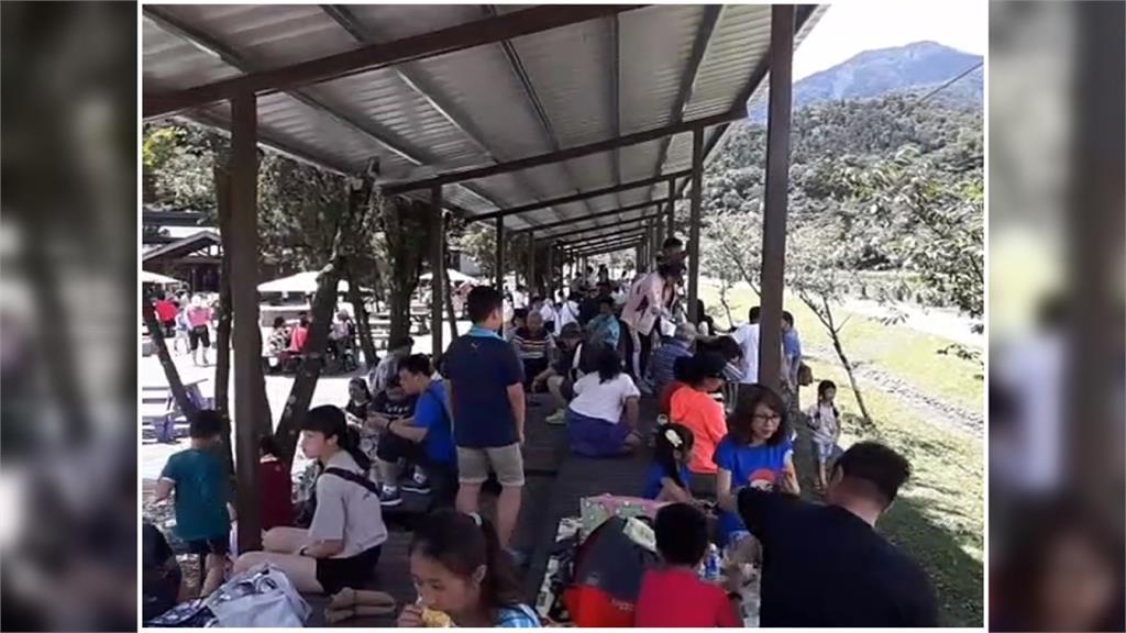 家長帶小孩出遊去!蘇澳冷泉、地熱公園人潮爆多