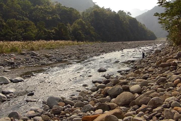 寶二水庫攔沙壩害河川改道 農民40甲農地遭沖毀