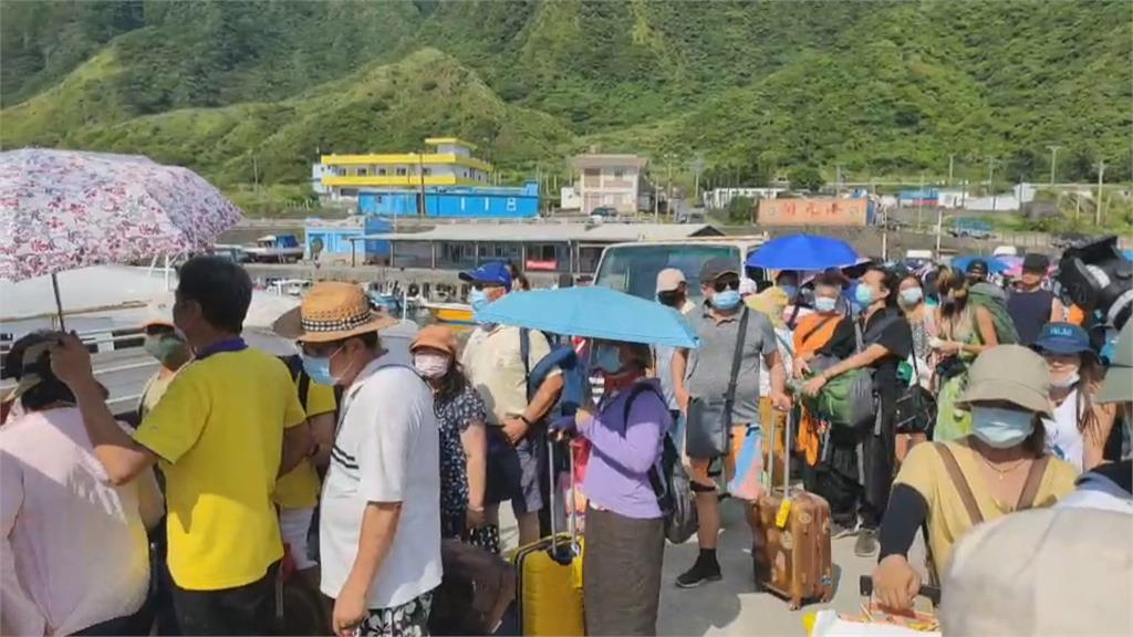 七月15萬人湧入蘭嶼 亂丟垃圾碼頭交通亂 居民提總量管制