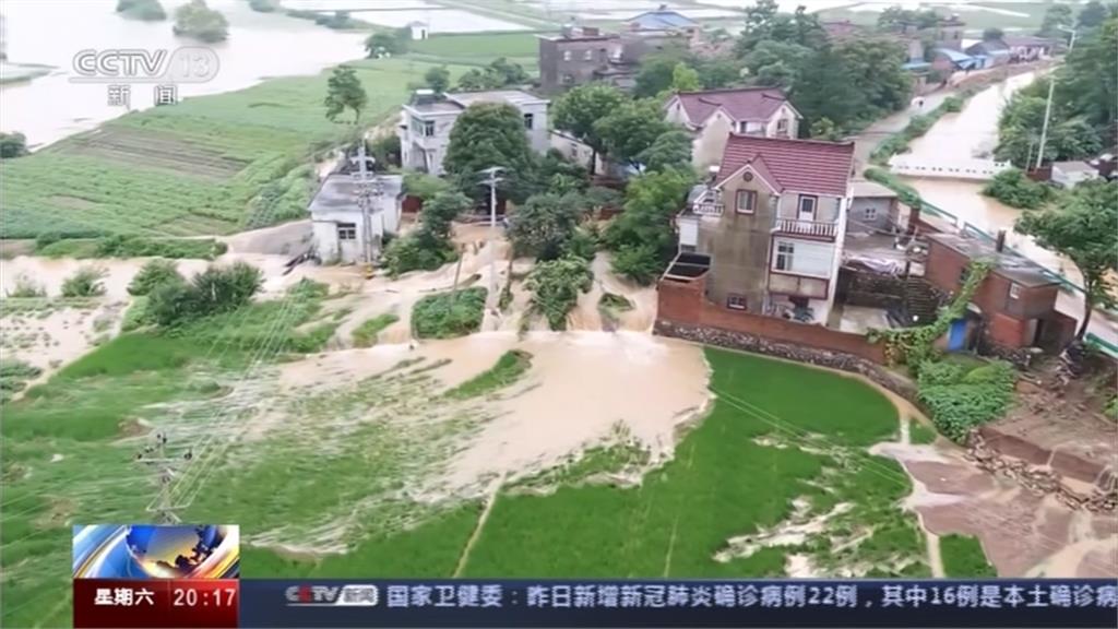 長江2號洪峰重擊重慶 滾滾黃水襲向民宅