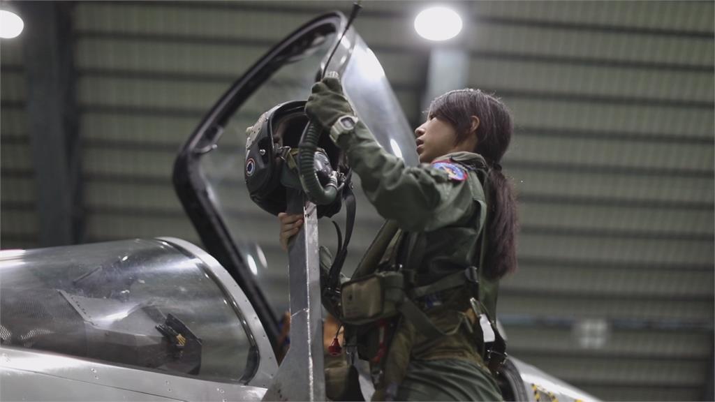 台灣首位幻象女飛官!28歲蔣青樺憶訓練過程:選擇了就不後悔