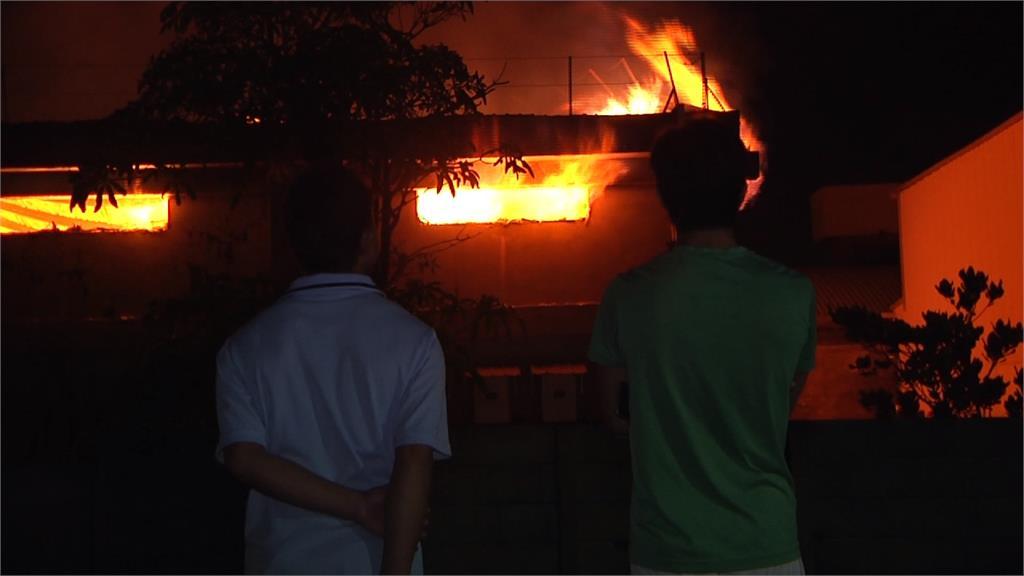 深夜大火 彰化紡織廠近200坪廠房毀了