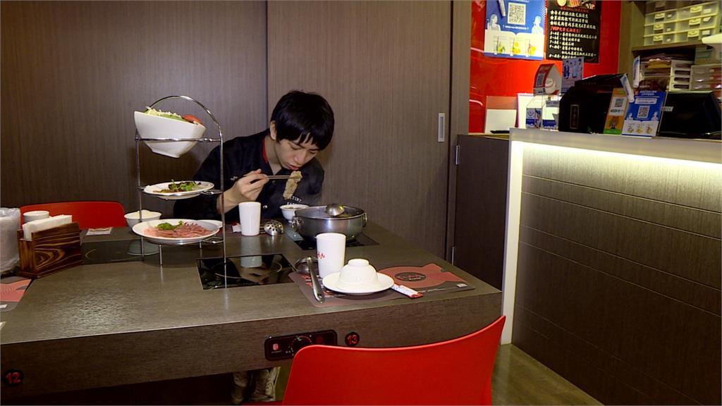 讓民眾安心吃!東北酸菜白肉鍋改推「防疫個人鍋」