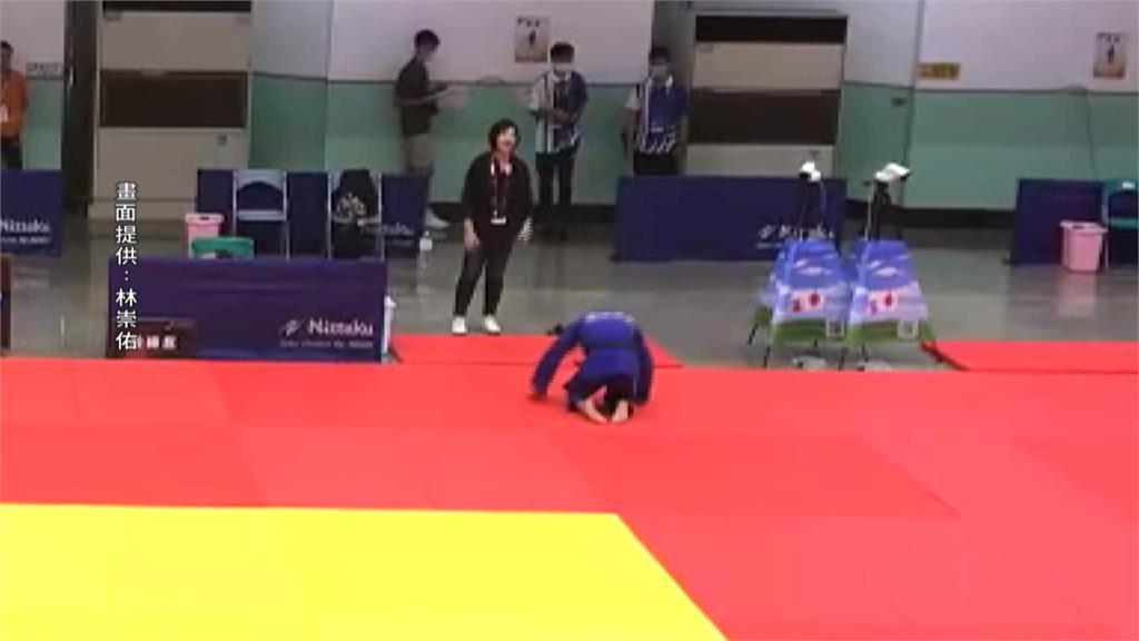 全中運/林崇佑高男組柔道二連霸!賽後跪地謝恩師