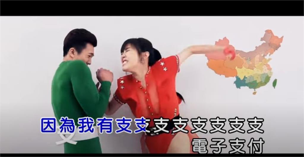 劉樂妍「舔中MV」流出!超高衩露這裡 網友:吃飯不要聽