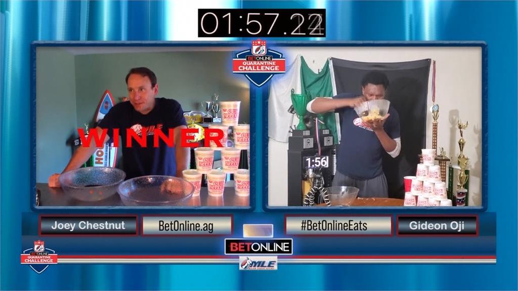 大胃王比賽挑戰吃10碗泡麵!美國大白鯊1分50秒完賽