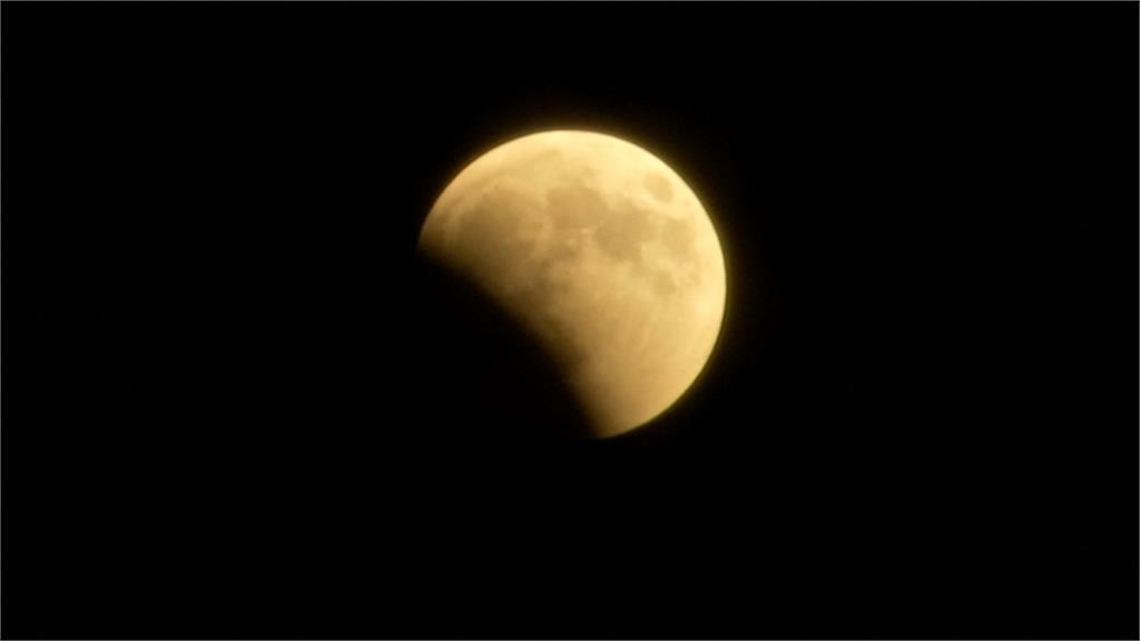 月全食尬火星大衝 全球天文迷瘋追奇景
