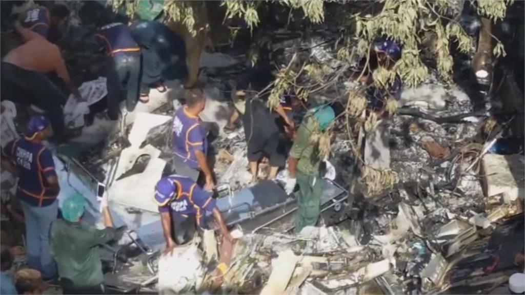 巴基斯坦客機墜毀住宅區 現場找到80具遺體