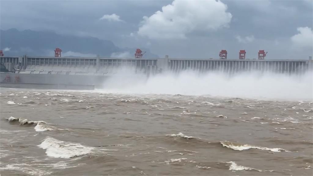 三峽大壩所有閘門大開!「超級洩洪」景象曝光