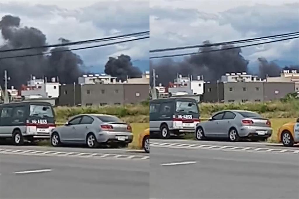 快新聞/OH-58D戰搜直升機墜毀新竹空軍基地 現場濃煙狂竄2員送醫