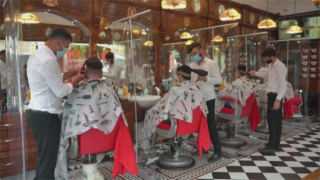 重啟英格蘭 酒吧理髮廳人滿為患