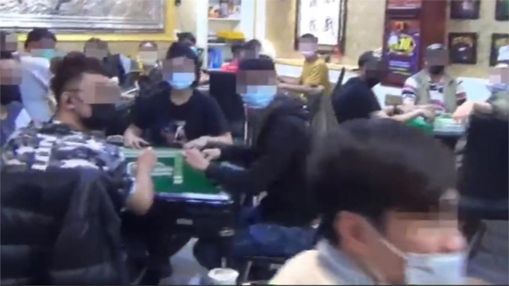 社交距離呢?賭客「戴口罩」防疫期間照賭