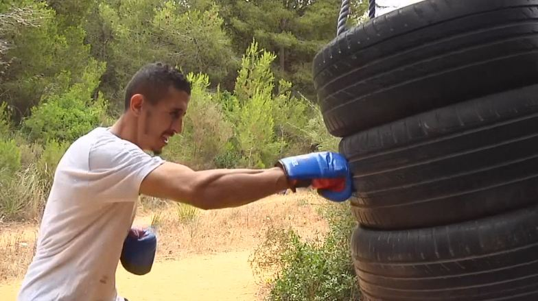 「森林拳手」苦練拚奧運 用輪胎掛樹當沙包持續訓練