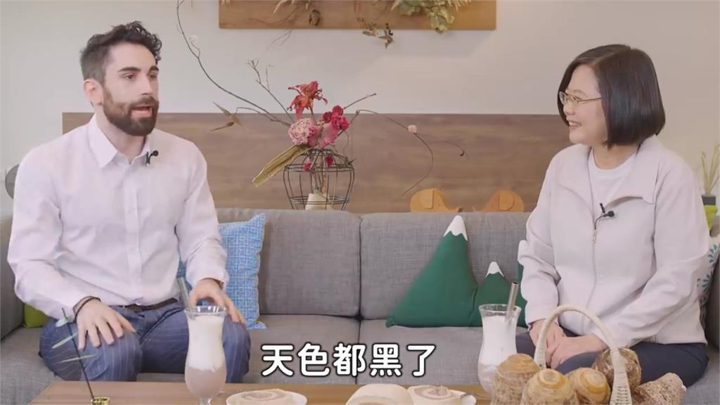 蔡英文邀Youtuber「酷」作客!談譚德塞來台:請他吃滷肉飯