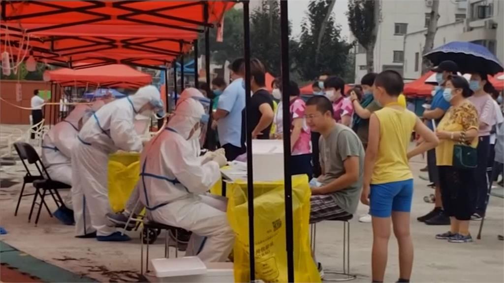 武漢肺炎/北京普篩現場人擠人 工作人員:測完也感染了