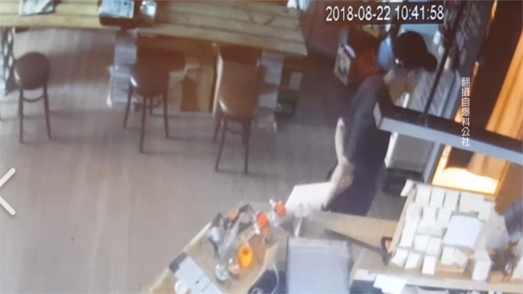 惡劣!飲料店忙備料 竊賊抓住空檔偷走3萬現金