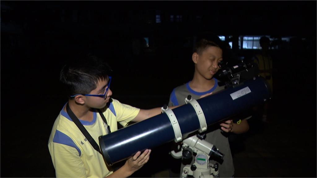 火星大衝又逢月全食!天文社露宿操場觀星