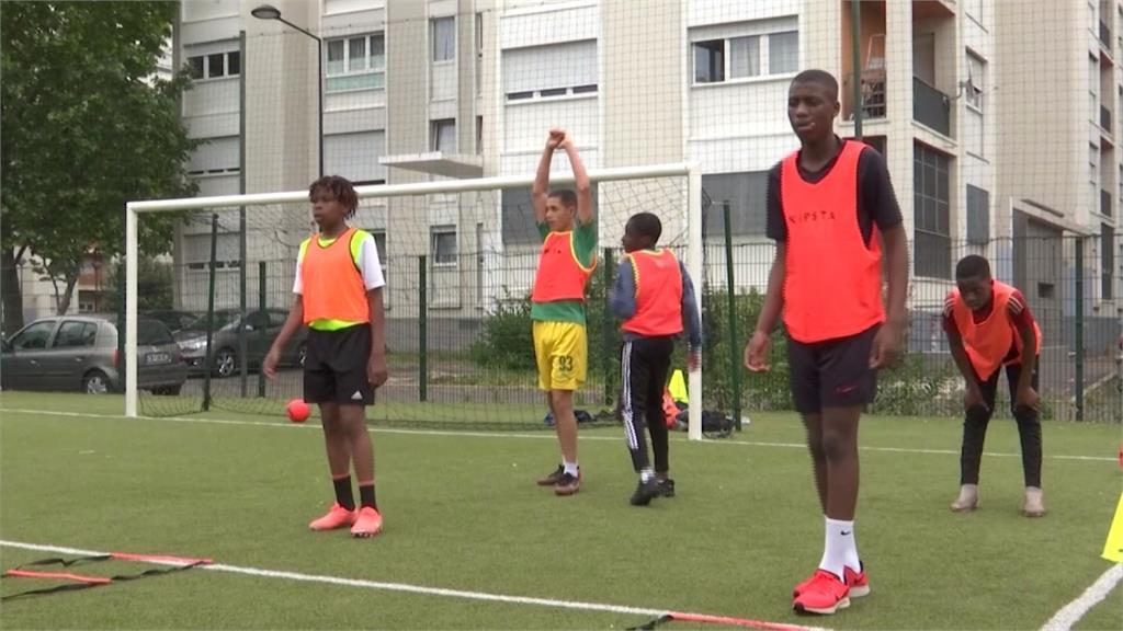 法國展開運動防疫新生活 巴黎足球營學員:回來感覺真棒