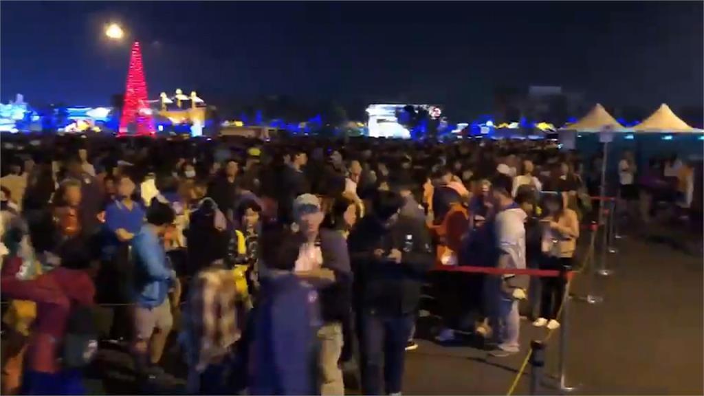 屏東大鵬灣燈會湧百萬人 民眾等嘸接駁車氣炸