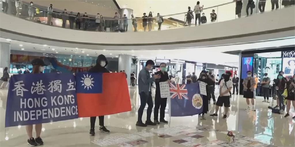抗議港版國安法 港民IFC大廳集氣