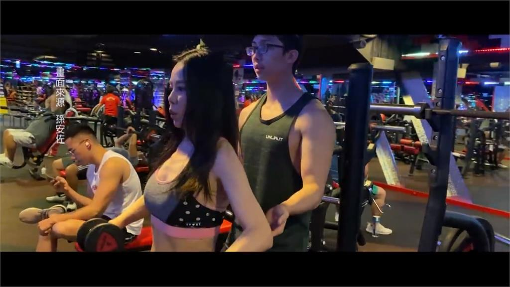 孫安佐健身撂話「操爆」媽媽 58歲狄鶯秀水蛇腰網驚呆