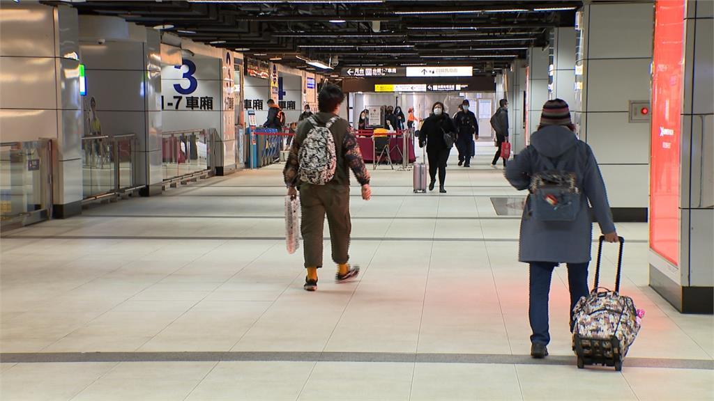 疫情影響!清明連假客運、台鐵返鄉人潮冷清 國道車流量增1.9倍