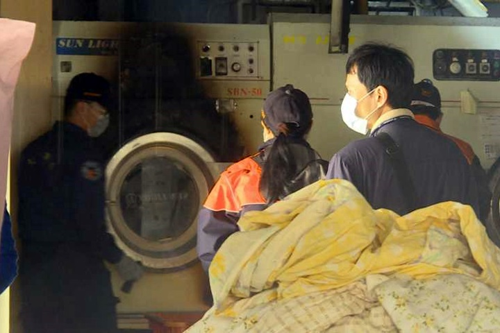 洗衣店烘窗簾起火 疑「送洗沾染溶劑」釀禍