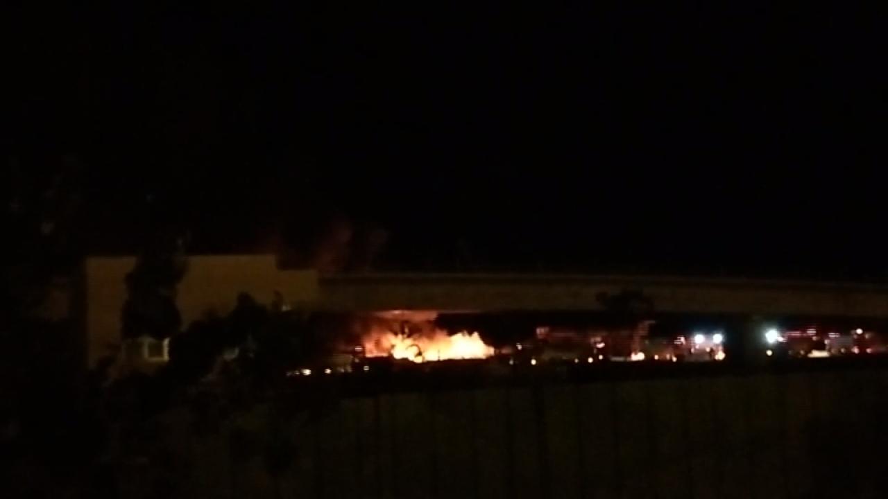 高雄108號碼頭火警  廢塑膠與輪胎起火
