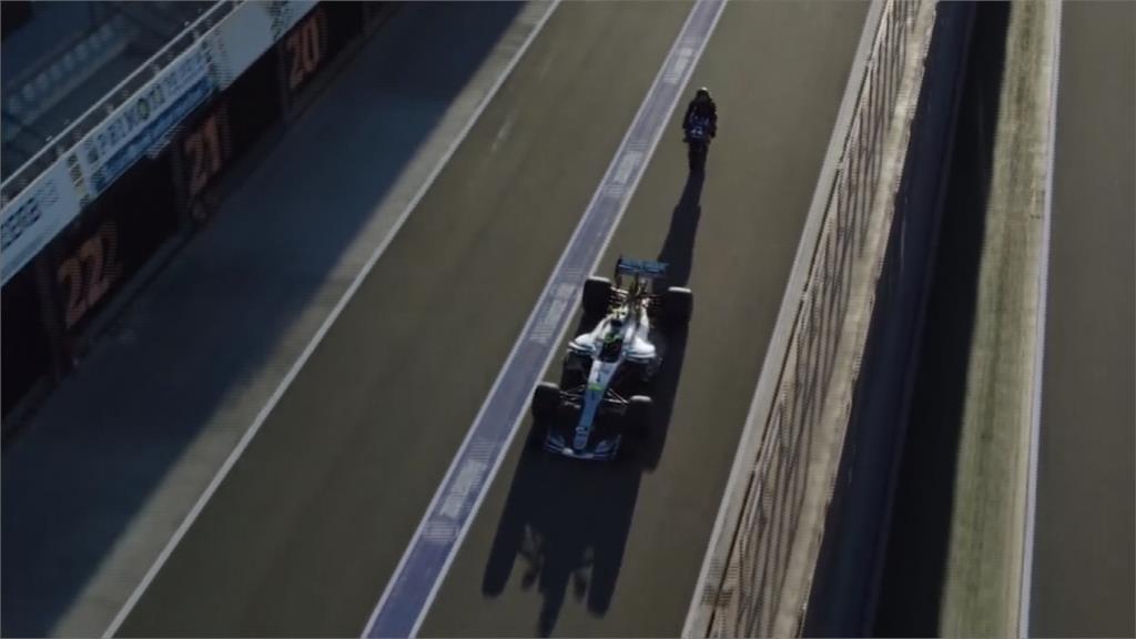 世界兩大賽車F1、MotoGP對決 車王互換座駕飆車