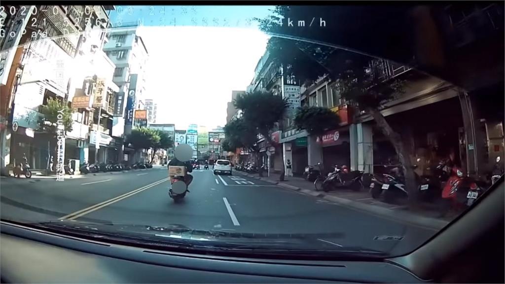 駕駛「叭一聲」提醒打燈 騎士竟腦羞逼車害追撞